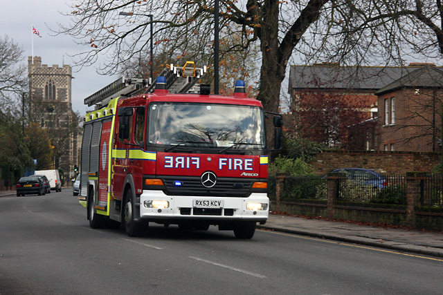 London Fire Brigade DPL1146 on a shout in Barnet