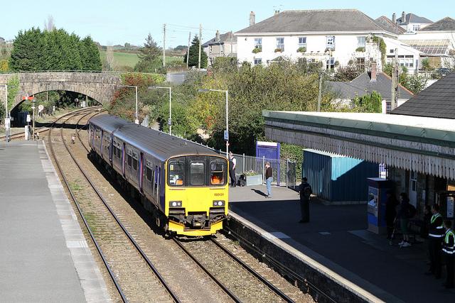 150131 arrives at Par