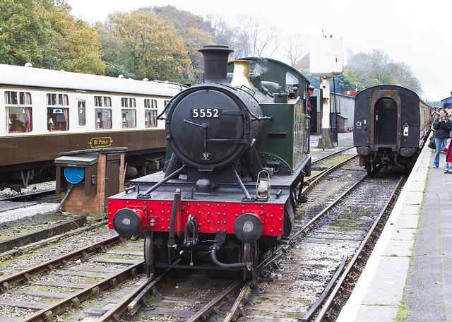 5552 Runs Around Her Train