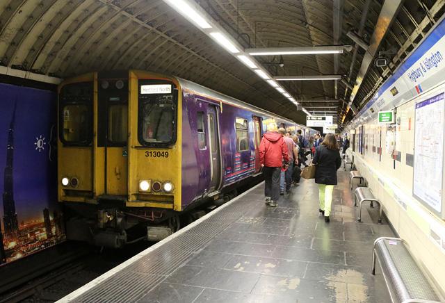 313049 at Highbury & Islington