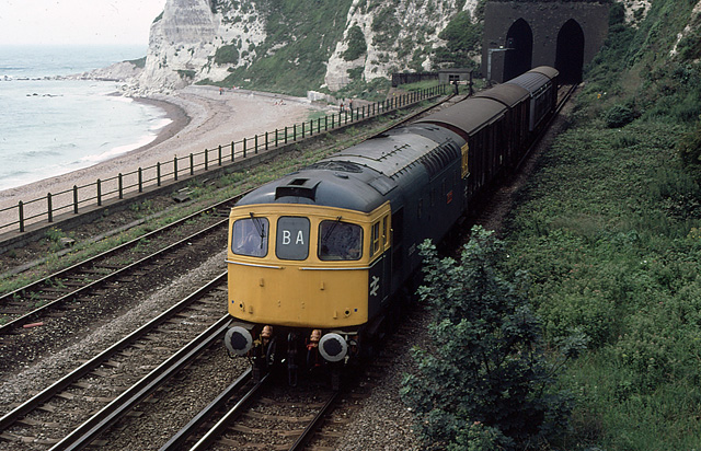 33052 at Aycliffe, Dover (AUG80)
