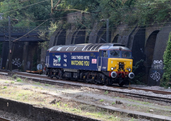 57307 'Lady Penelope' warns cable thieves.