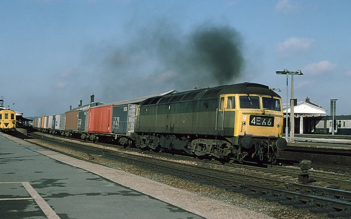 47364 with Full Yellow Ends but retaining her Green livery