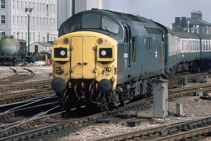 37085 with Full Yellow End
