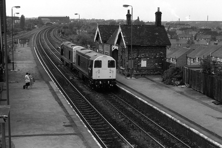 20008 + 20005 at Woodhouse (JUN80)_BW